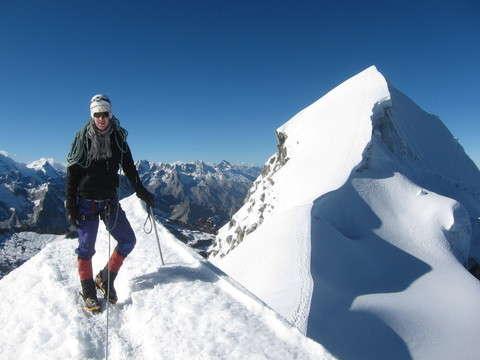 Nevado Vallunaraju 5675m
